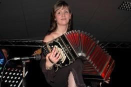 Stéphanie Rodriguez joue au bandonéon