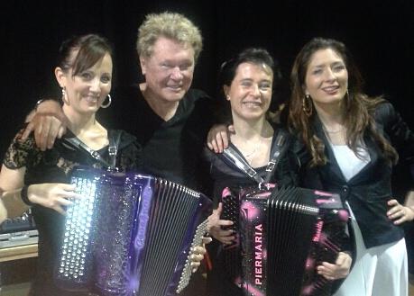 harry williams avec l'accordéoniste stéphanie rodriguez